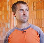 """Rastislav Jánošík – Strechy Jánošík """"Pevnosť je dôležitá, aby mi nechodili rozbité škridly na palete alebo aby sa škridly nelámali pod nohami."""""""