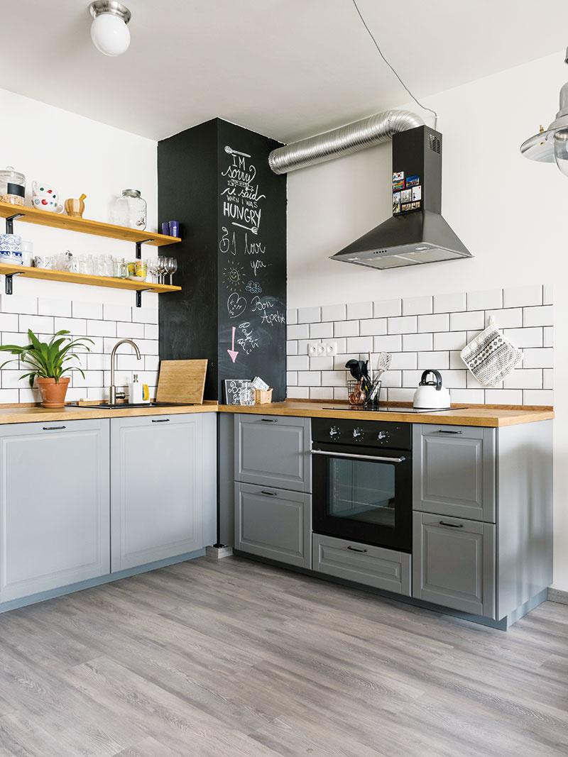 Návrh veľkorysej kuchyne bol Michalov veľký projekt – navrhol si ju vprograme Ikey. Vďaka Karolíninej pomoci sa im ju podarilo nadimenzovať tak, aby vnej mohli variť aj súčasne anavzájom si neprekážali.