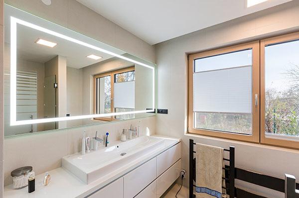 Jednoduchý, funkčný a vizuálne čistý interiér rodinného domu v Banskej Bystrici