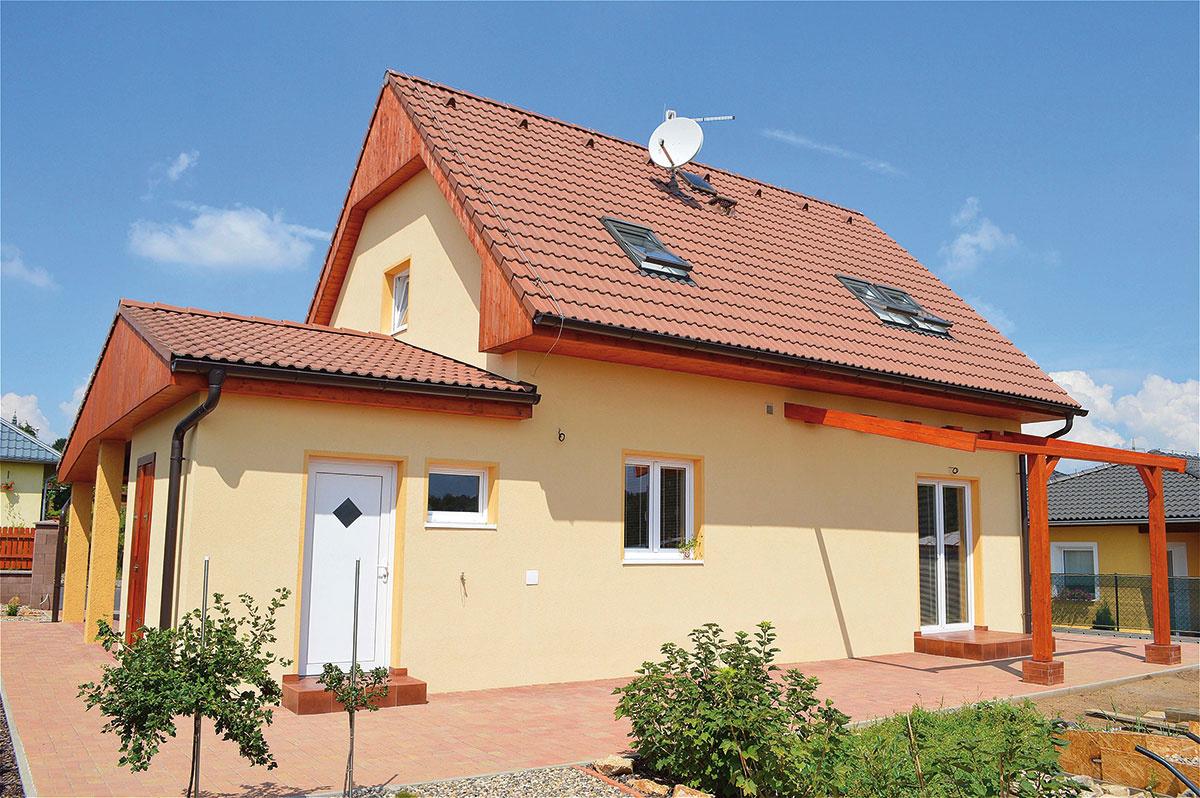 V novom dome má každý člen rodiny konečne svoju izbu, miesto sa našlo aj na otcovu dielňu.