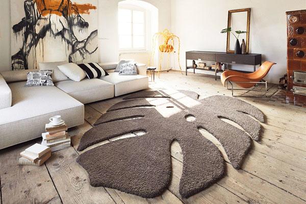 Tvary od výmyslu sveta. Už dávno sú preč časy, keď sme si mohli vybrať koberec iba štvorcového tvaru, prípadne behúň vtvare obdĺžnika. Dnes predajne ponúkajú koberce okrúhle, oválne alebo napríklad vtvare srdca či listu. Koberec od značky Miroo, predáva Cymorka interior design.
