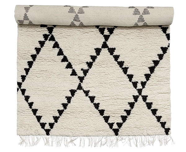 Vlnený koberec Triangle od značky Day Home, 140 × 200 cm, 18,85 €, www.bellarose.sk