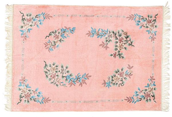 Čínsky hodvábny koberec, 140 × 198 cm, 990 €, www.rugvista.cz