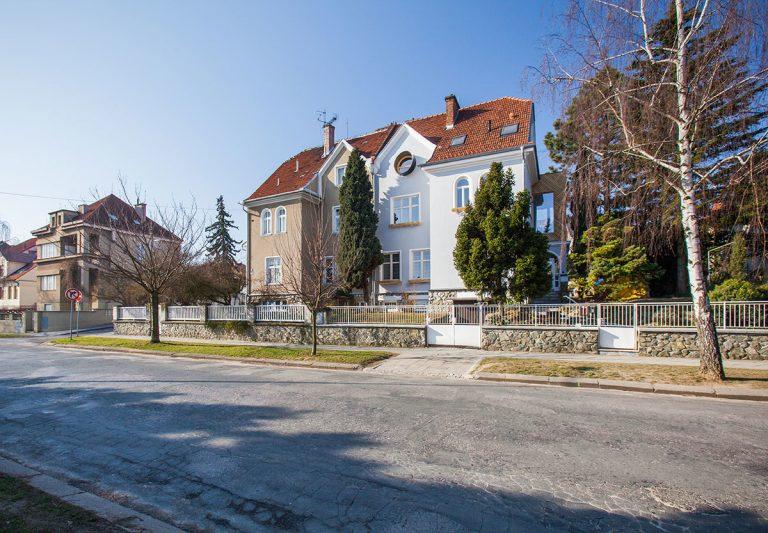Po rekonštrukcii vzniklo z rodinného domu viacgeneračné bývanie s troma nezávislými bytmi