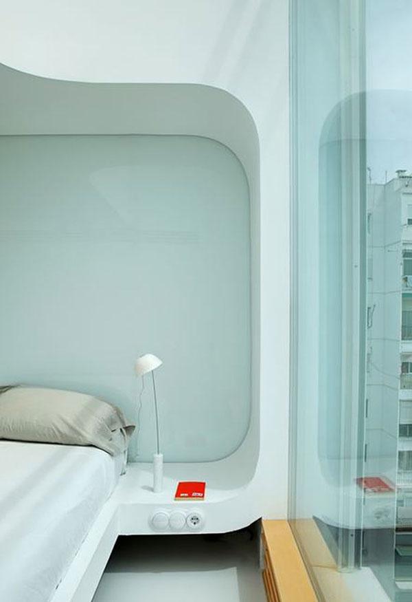 """Nechcel minimalistický byt. Tak mu ho """"vyčipkovali"""" svetlom"""
