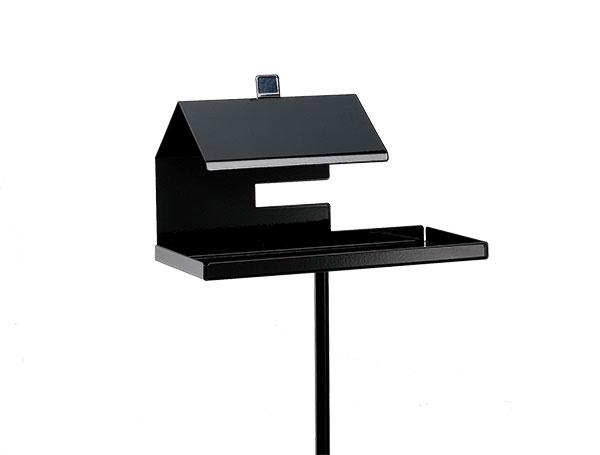 Kŕmidlo Pippip od značky  SMD Design, dizajn Stina Sandwall, oceľ,  26 × 16 × 12,5 cm,  viac farieb, 159 $ (asi 149,62 €),  www.scandinaviangrace.com