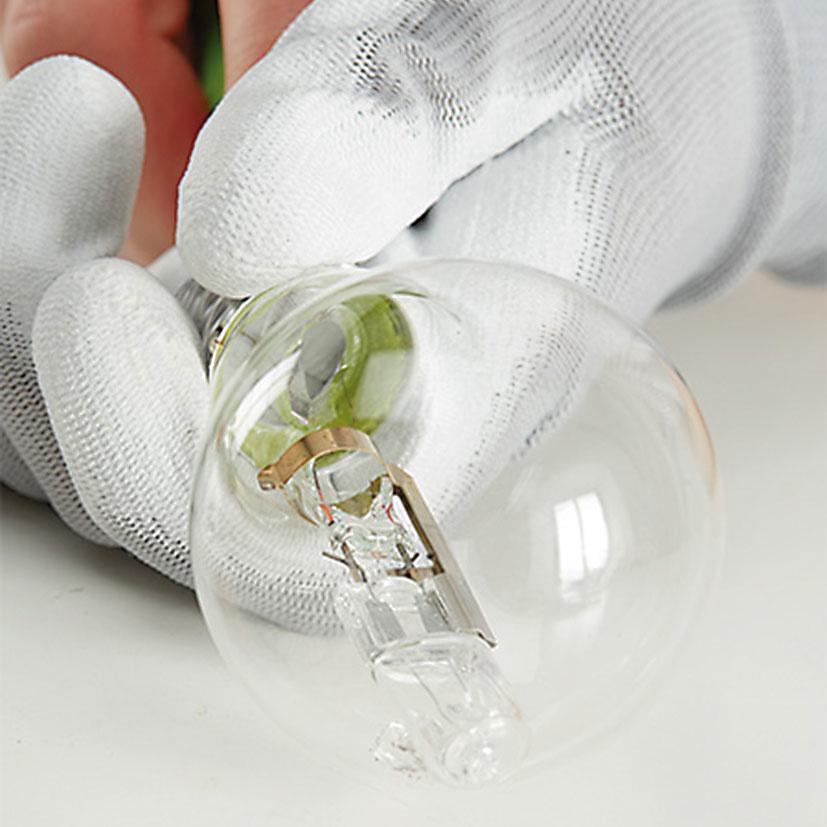 3. DEMONTÁŽ Buď sa pokúsime skrutkovačom vypáčiť kov aoddeliť ho od skla, alebo použijeme kliešte.
