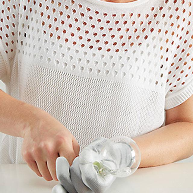4. BEZPEČNOSŤ Nezabudnime použiť rukavice aochranné okuliare!