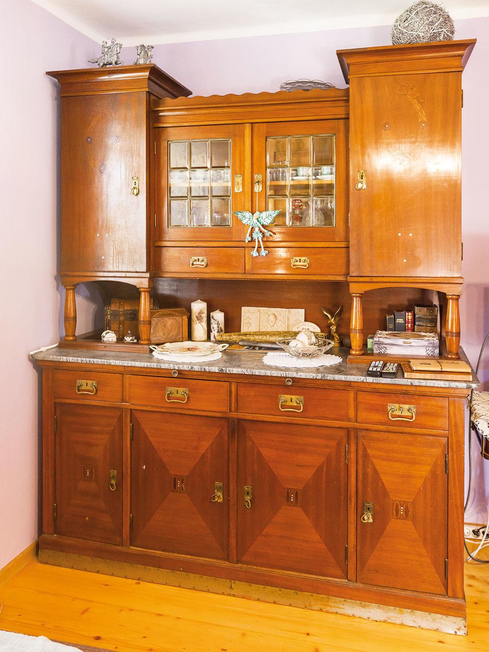 Úctyhodná komoda, pôvodne zTemešváru, má 106 rokov.
