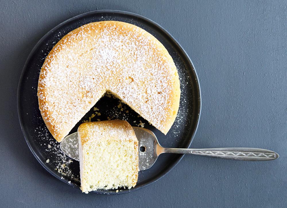Aby piškóta neklesla, rúru pri pečení zbytočne neotvárajte.