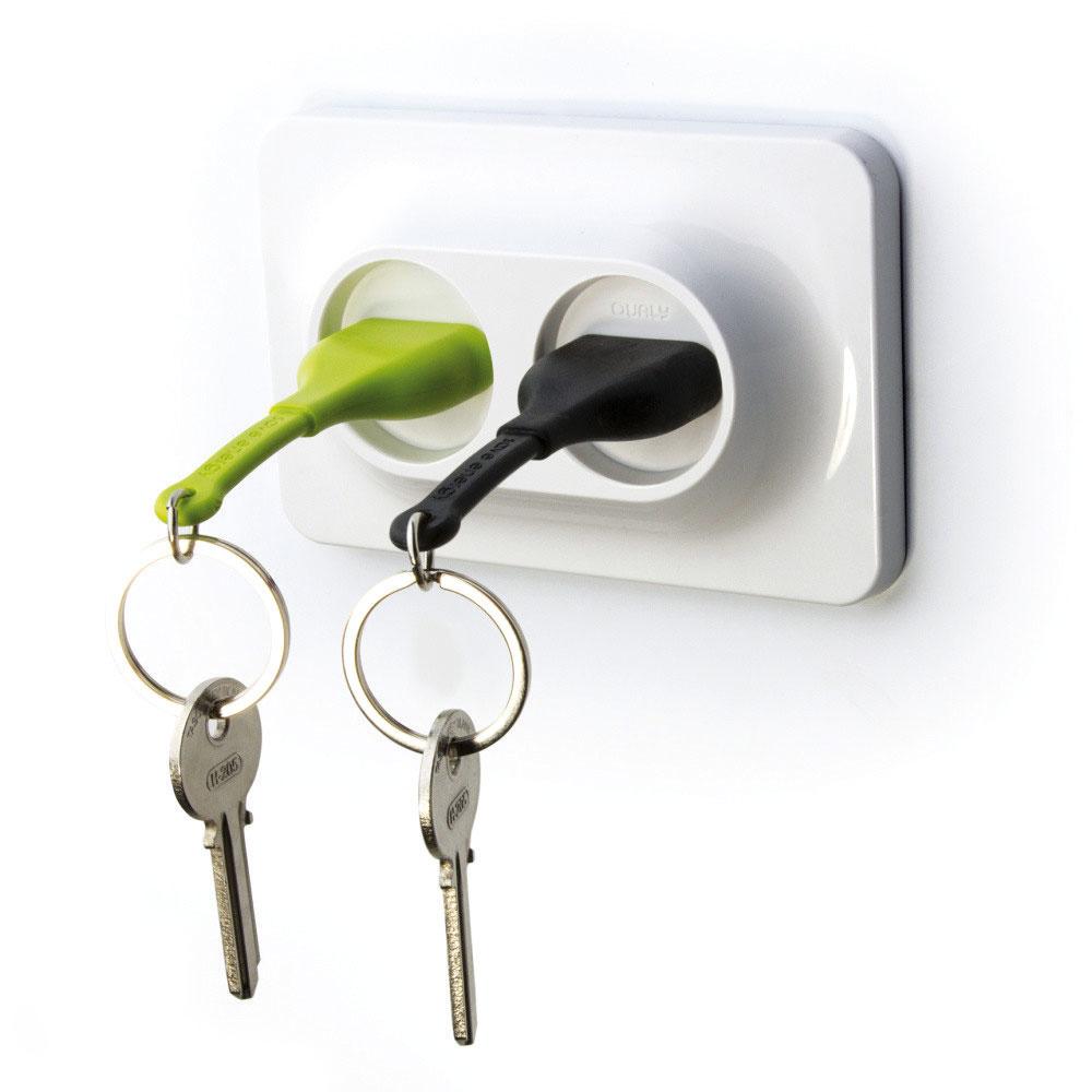 Vešiačik na kľúče skľúčenkami Double UnPlug od značky Qualy, 12,4 × 8 × 2,5 cm, plast, viac farieb, 15,50 €, www.bonami.sk