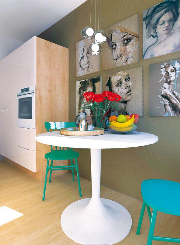 Vďaka paralelnému rozloženiu sa do kuchyne vojde aj pekný okrúhly stolík, za ktorým môžu v prípade potreby pohodlne stolovať aj tri osoby.