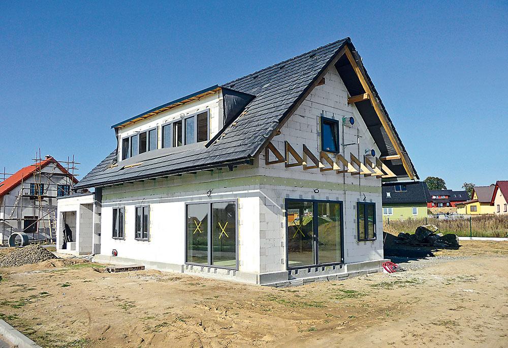 Stavba domu svojpomocne či na kľúč? Aké sú výhody a nevýhody oboch možností?