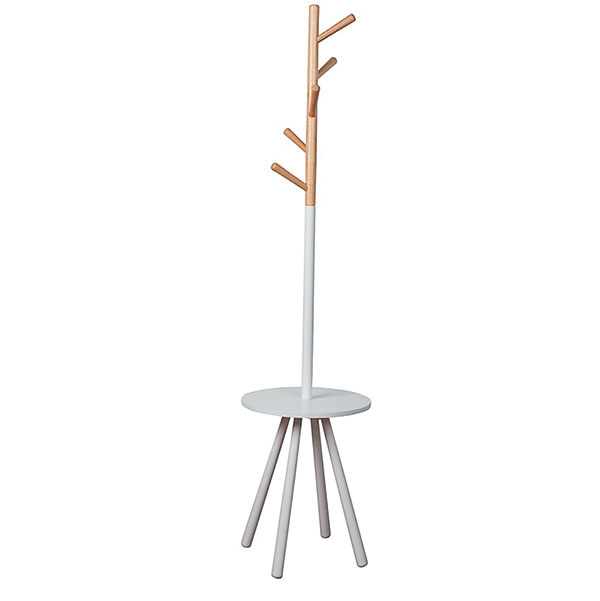 Vešiaky s integrovaným stolíkom alebo policou zaručene pozdvihnú každú predsieň.