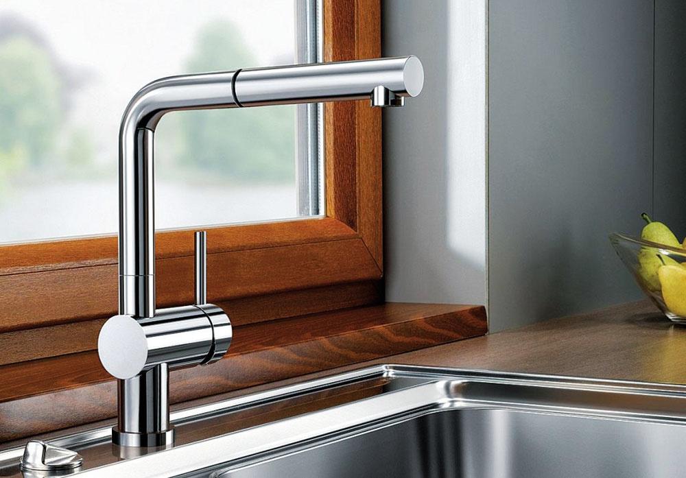 Pod okno. Jednopáková kuchynská zmiešavacia batéria so sprchou Blanco Linus-S-F je vhodná aj na zabudovanie pred okno. Keď ho chcete otvoriť, batériu kolmo nadvihnete apoložíte na bok. Patentovaný regulátor prúdu zabraňuje tvorbe vodného kameňa. (www.drezyonline.sk)