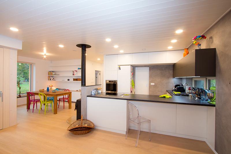 Dom pod smrekom: Mimoriadne úsporný dom s krytou terasou