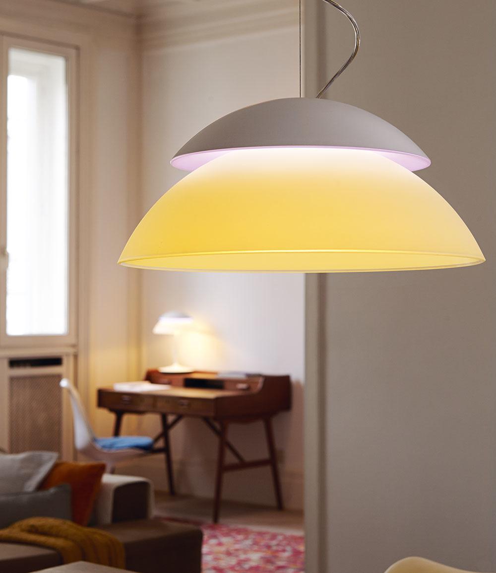 Nadčasové svietidlo Philips Hue disponuje funkciou vzdialeného ovládania, ktorú oceníte vprípadoch, keď si vposteli uvedomíte, že ste zabudli vypnúť svetlo vo vedľajšej izbe. Poteší aj vhoršom prípade, keď ste nechali zapnuté svetlo po odchode zdomu. Vďaka geolokácii vás môže svetlo vítať pri každom príchode domov.