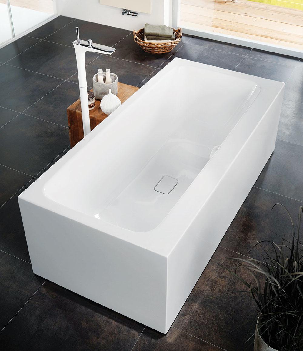 Vaňa v centre pozornosti. V kúpeľni, ktorej rozmery vám dovoľujú umiestniť vaňu voľne do priestoru, sa budete cítiť ako v súkromnej wellness oáze. Ak máte navyše možnosť počas kúpeľa sledovať príjemný výhľad, určite sa stane táto miestnosť najobľúbenejšou v celom dome. Vaňu Meisterstück Asymmetric Duo nájdete na www.kaldewei.cz.
