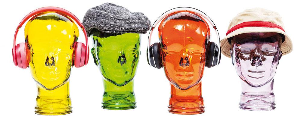Niekedy postačí vtipný kúsok, hoci aj hraničiaci s gýčom. Keď sa vám páči, prečo nie? 🙂 Sklenená hlava na slúchadlá alebo čiapky, výška 29 cm, 23 €, Kare design Bratislava