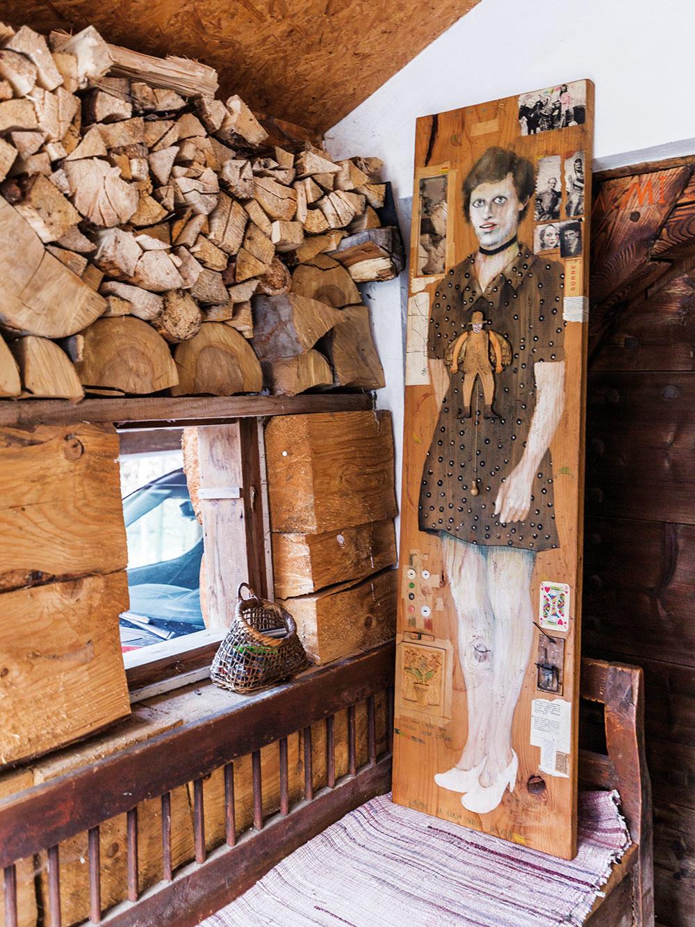 Chalupa vo Vyšnom Kubíne, v ktorej žije a tvorí výtvarník Braňo Jánoš