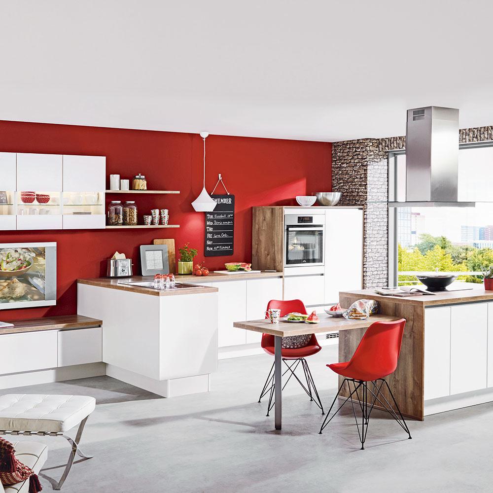 Jedným z trendov v súčasnosti je stieranie rozdielov medzi kuchynskou linkou a ďalším zariadením dennej časti. Kuchyne Fargo tak môžete doplniť rovnomennou obývačkovou zostavou. Predávajú obchodné domy Möbelix.