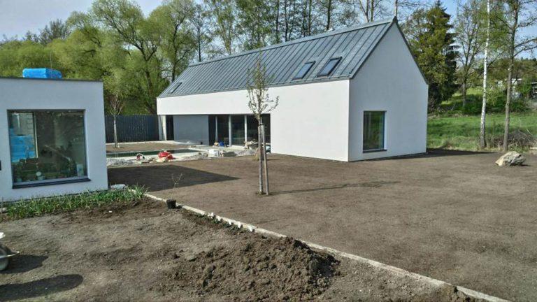 Hra obdĺžnikov: Dom tvoria dve budovy, každá slúži na niečo iné
