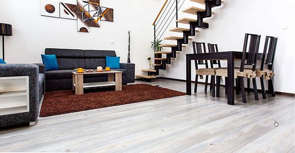 Drevostavbu bungalovu veľmi efektívne vyhrieva elektrické podlahové vykurovanie