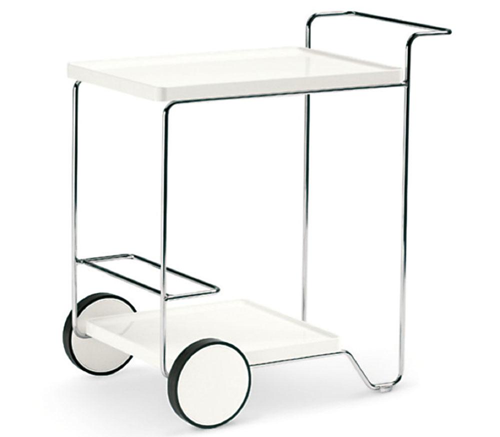 Servírovací vozík dobre poslúži nielen ako pojazdný bar, ale aj ako ďalšia odkladacia plocha. Uplatnenie často nájde aj v menších kuchyniach. Kovový model Tray Roller od značky Calligaris predáva Livingin, LightPark.