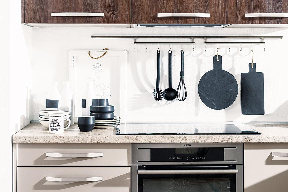 Praktickým pomocníkom pri organizovaní kuchyne sú závesné systémy. Pridanou hodnotou je ich dekoratívny charakter, ktorý podporíte výberom kuchynských pomôcok. Bohatú ponuku riešení ponúka Decodom.