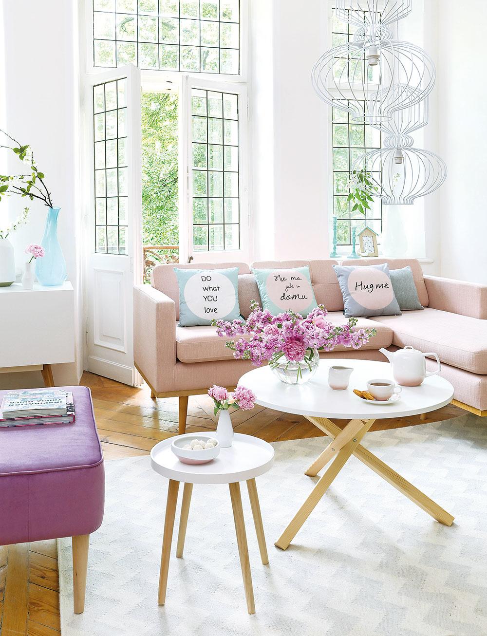 Pohovka Bolton v letnej ružovej farbe od značky Wintech, 100 % polyester, 85 × 210 × 155 cm, 519 €, www.westwing.sk