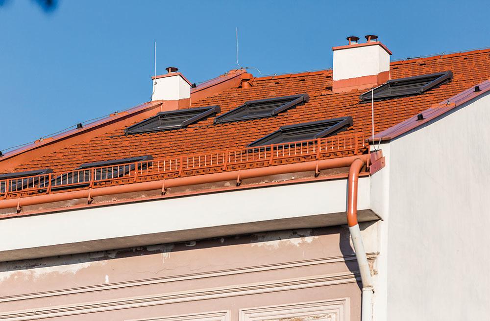Toto štýlové bývanie sa nachádza vsamom srdci Košíc. Pri rekonštrukcii sa využili okná adoplnkový sortiment od značky VELUX, ktoré možno použiť ajpri renováciách historických budov.