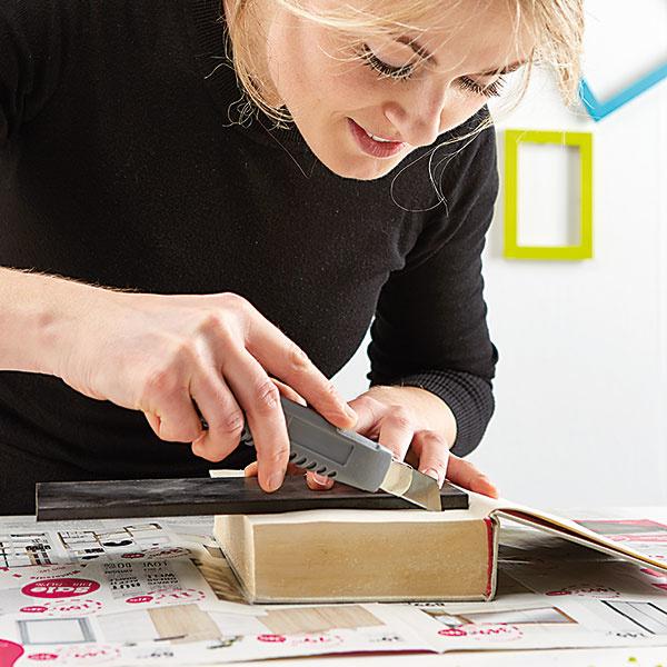 3. NÁKRES Na otvorených stránkach knihy si nakreslíme obdĺžnik alebo štvorec.