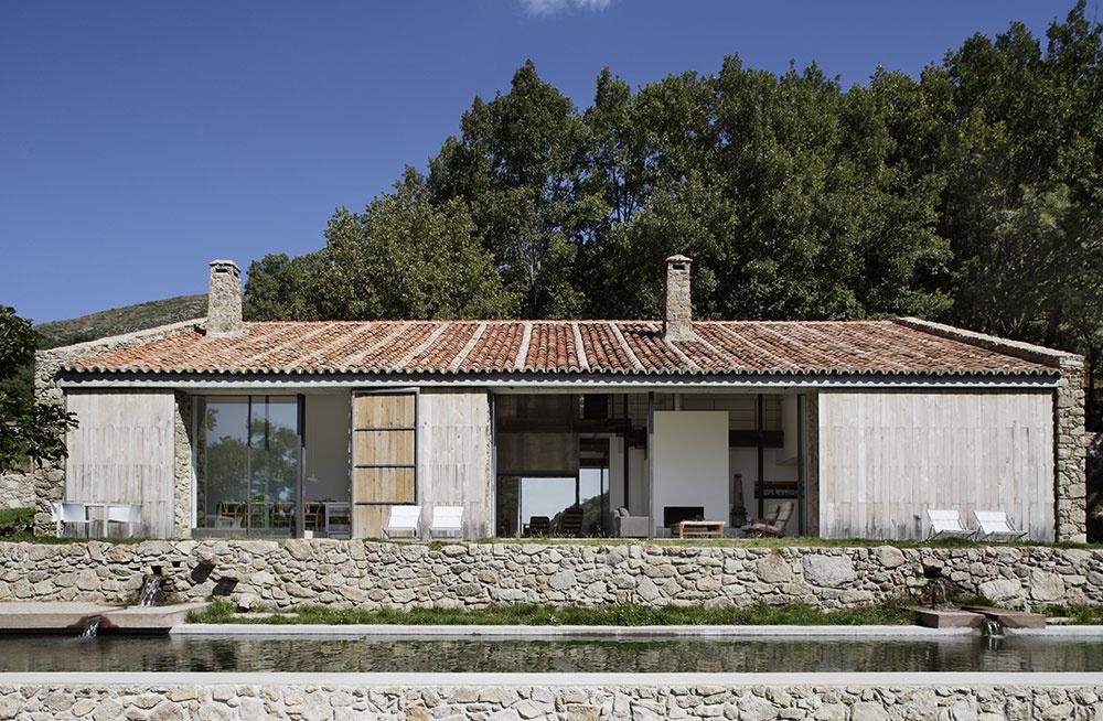 Nádherná premena na dom: Z pôvodnej stajne zostala len nosná konštrukcia a genius loci