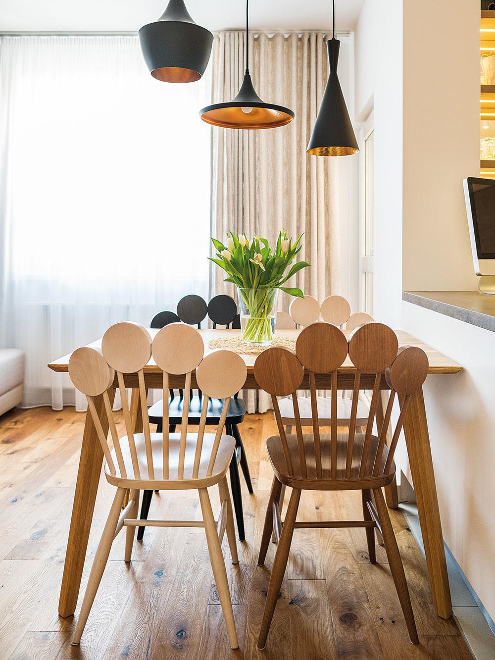 Stoličky Paf od slovenskej značky Karpiš patria knábytkovým prvkom, ktorých dizajn navrhol Michal Staško.