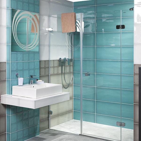 Veľkoformátová kúpeľňová séria Granny srozmermi 25 × 75 cm prináša okrem bieleho základu aj tyrkysový, sivý azelený obklad. Nájdete vňom aj viaceré vzorované dlaždice shravou geometriou alebo motívom kvetov. Predáva Siko kuchyne & kúpeľne.