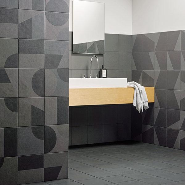 Edward Barber and Jay Osgerby navrhli pre značku Mutina jedinečnú kolekciu Puzzle, ktorá umožňuje vytvárať nevšedné kombinácie. Nájdete v nej 11 základných prvkov vo formáte 25 × 25 cm a v ôsmich rôznych farebnostiach. Predávajú Kúpeľne Ptáček.