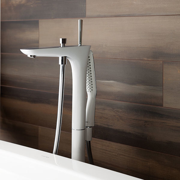 Veľkoformátová rektifikovaná dlažba Nori predstavuje nevšednú imitáciu dreva akameňa. Je dostupná vdvoch rozmeroch (15 × 90 cm  a45 × 90 cm) atroch farbách. Keďže je mrazuvzdorná, možno ju použiť aj vexteriéri. Predáva Siko kuchyne & kúpeľne.