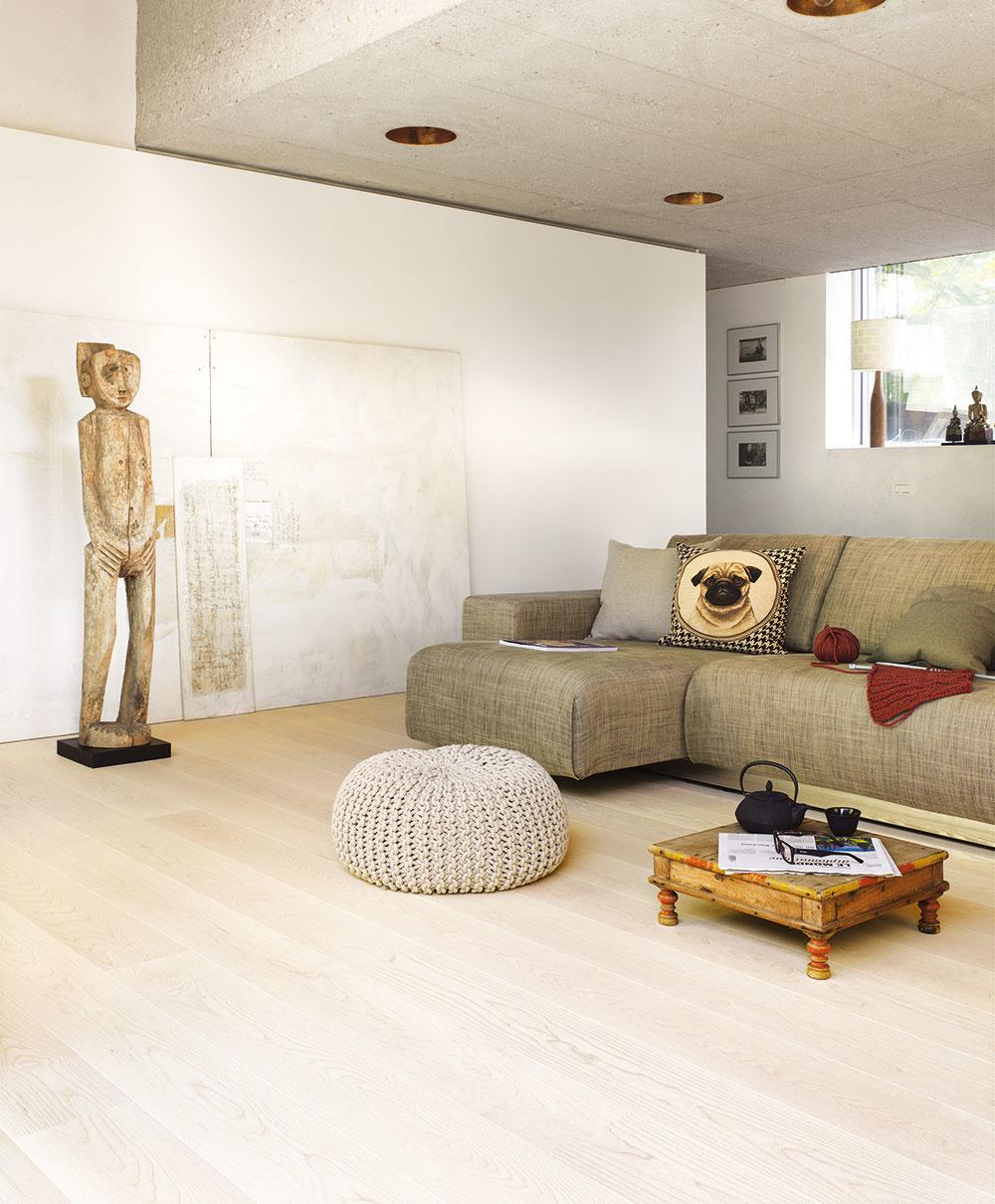 Sú pokojné, niekedy pulzujúce, temperamentné alebo úplne rustikálne. Pasujú najmä do interiérov v prírodnom, etno či škandinávskom štýle. Vysokou kvalitou sa vyznačujú drevené podlahy Tilo od firmy Koratex v deviatich kolekciách. Nová kolekcia Puristico je dostupná v svetlom dreve (javor, buk), elegantnom orechu a viacfarebnom dube, pričom dreviny majú jemné a vyvážené odtiene a len občasné uzly. Triedenie a opracovanie dreva, formátovanie a povrchová úprava parkiet zvýrazňujú univerzálnosť Tilo podláh. www.koratex.sk