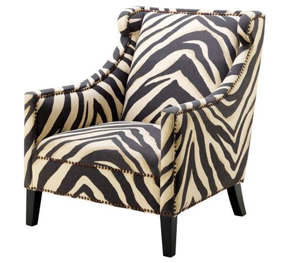 KRESLO SO ZEBROVANÝM MOTÍVOM je pomerne výrazný solitér, ktorý vynikne vneutrálne zariadenej obývačke. Bavlna aľan, 90,5 × 75 × 83 cm, hĺbka sedadla 53 cm, www.whitehome.sk