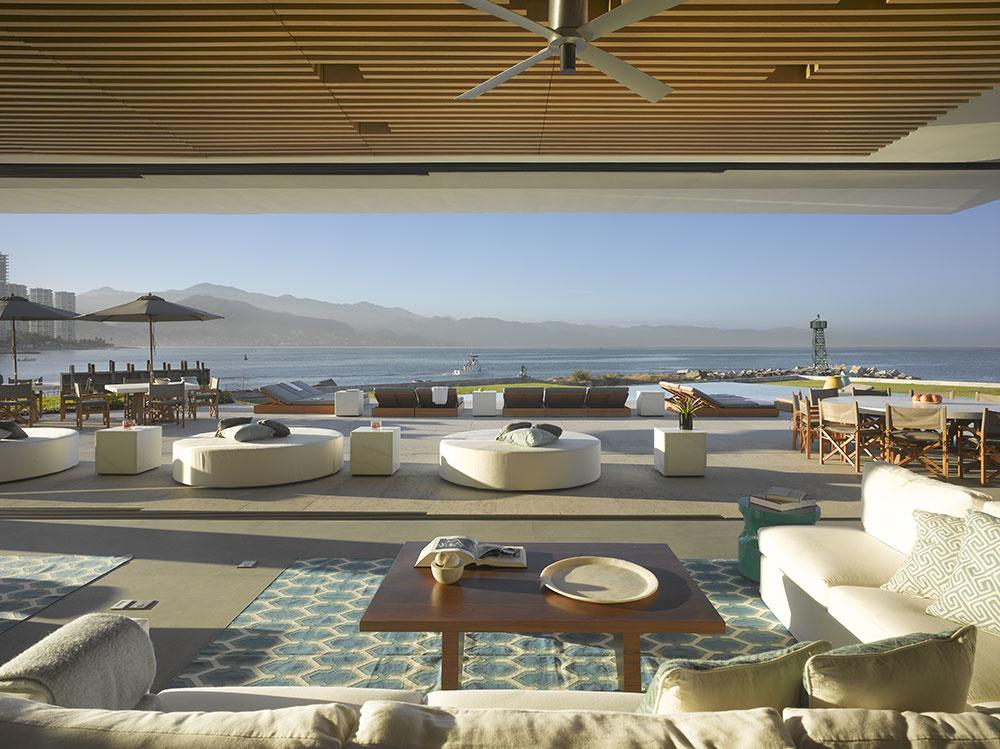 Luxusný dramatický dom, ktorý poskytuje neuveriteľný výhľad a pohodlie