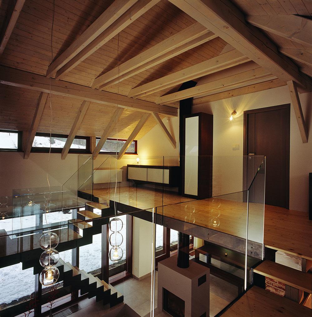 Dom v Českom raji, cez ktorý vidno skrz naskrz