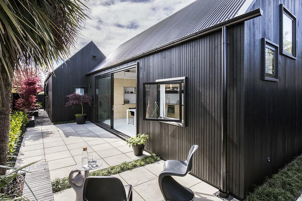 Projekt mestskej chaty: Aj pozemok s rozlohou 80 metrov štvorcových môže pôsobiť priestranne!