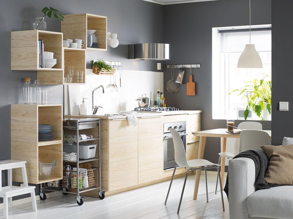Obojstranný nástenný panel LYSEKIL srozmermi 120 × 55 cm je zjednej strany zelenosivý azdruhej biely. Nájdete vobchodnom dome IKEA.