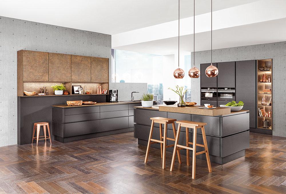 Kuchyňa Riga umožňuje vytvoriť si ostrov satraktívnym sedením, ktoré využijete napríklad počas raňajok. Nájdete vobchodných domoch Möbelix.