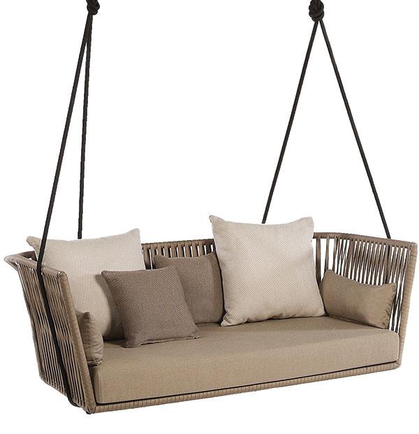 Pohodlná hojdačka z kolekcie Bitta od značky Kettal pripomína vďaka sedadlu z vypletaného polyesteru a prírodnej farebnosti útulné hniezdo. V ponuke nájdete dve rôzne veľkosti pre jednu i viac osôb. Kúpite v KONSEPTI bratislava.
