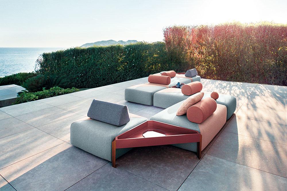 Brixx predstavuje prvú celočalúnenú kolekciu od značky Dedon. Tvorí ju flexibilný systém obdĺžnikových modulov v troch rozmeroch, ktoré možno doplniť operadlami, vankúšmi a trojuholníkovým stolčekom. Jednotlivé moduly sú dostupné v sivej a ružovej farbe, ako aj ich v kombinácii. Predáva Zeno Showroom Bratislava a Košice.