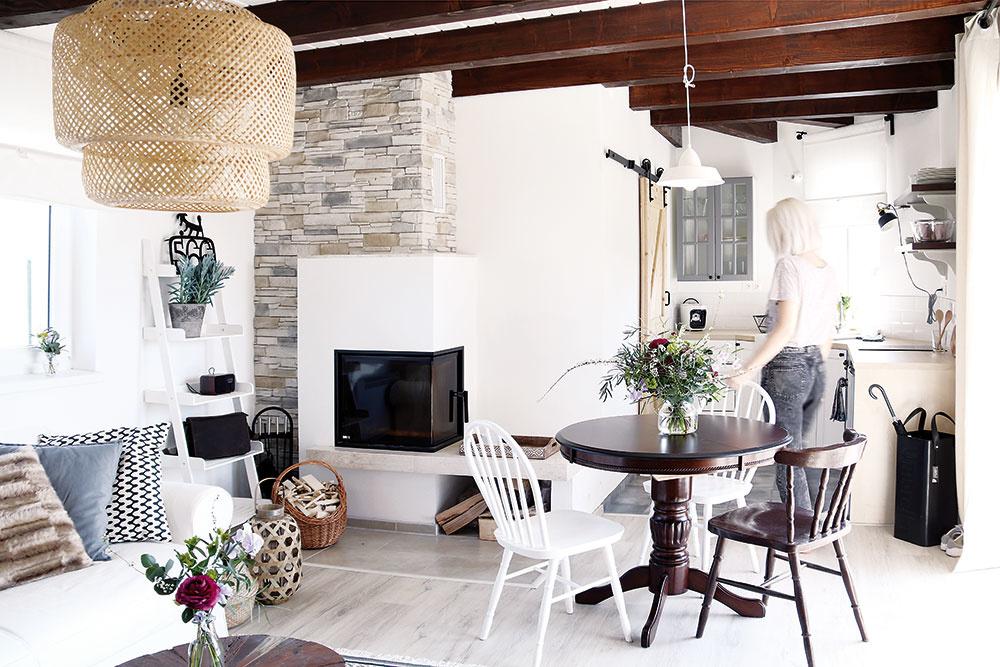Kozubová vložka spraktickým priestorom na sedenie alebo odloženie drobností domček počas studených dní príjemne prehreje.
