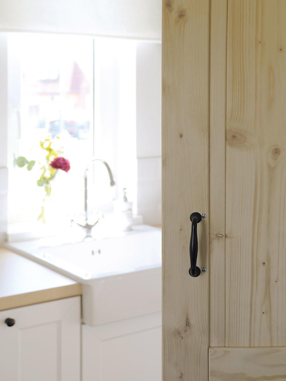 Posuvné dvere vedúce do kúpeľne patria podľa tímu Hausmaus knajvydarenejším interiérovým prvkom.