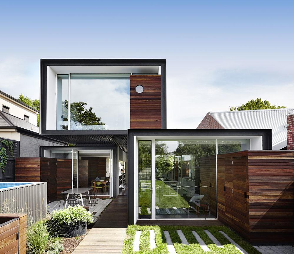 Udržateľný rodinný dom z miestnych materiálov, v ktorom sa zrkadlí prostredie