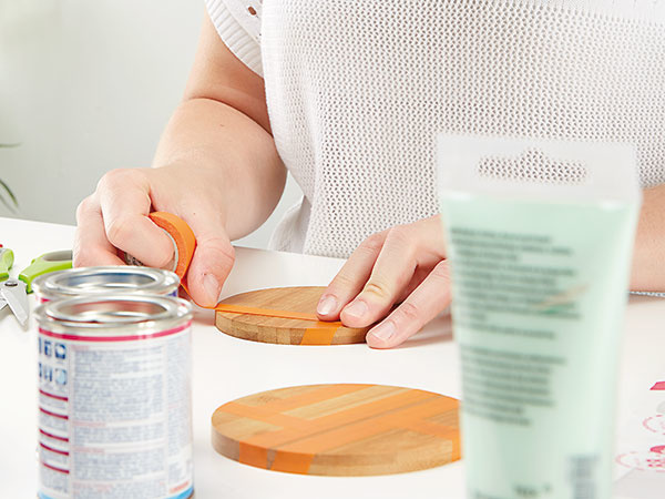 2. VZOR Najprv urobíme lepiacou páskou na podložke svoj obľúbený vzor.